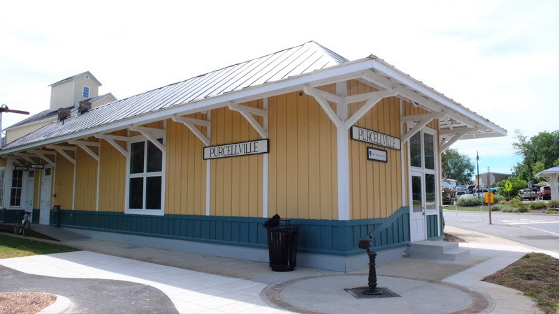 art tour at Purcellville Train Station